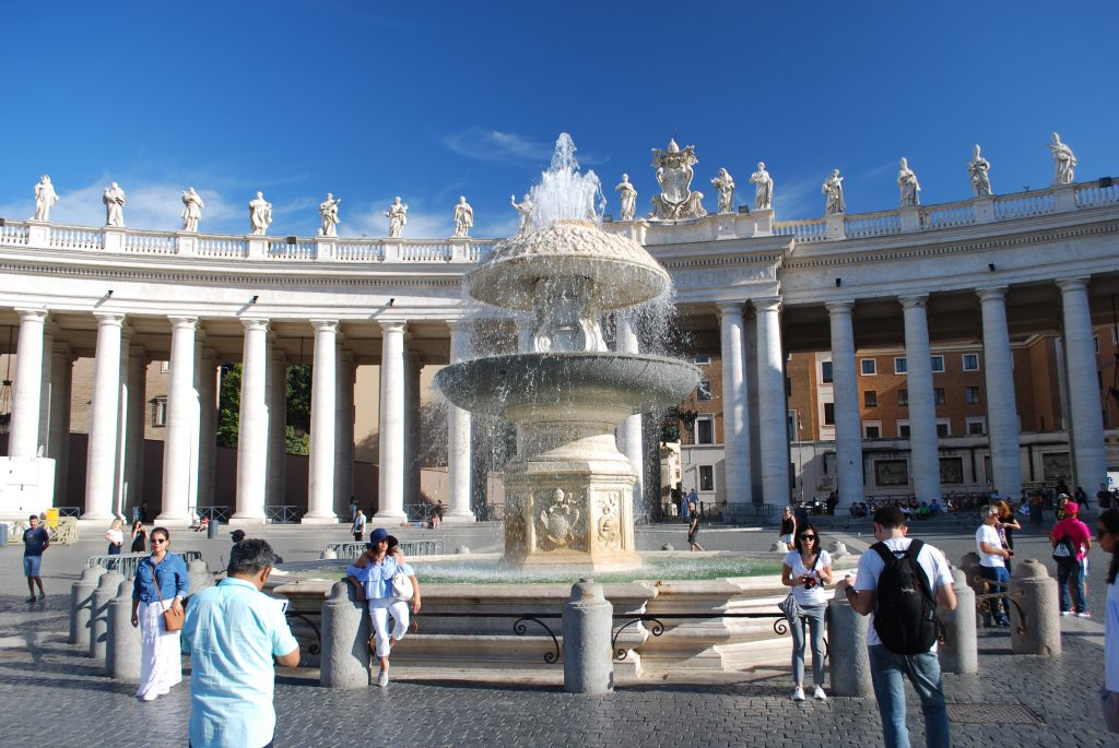 Saint Peter's Square, Vatican City Piazza San Pietro, Cittá del Vaticano