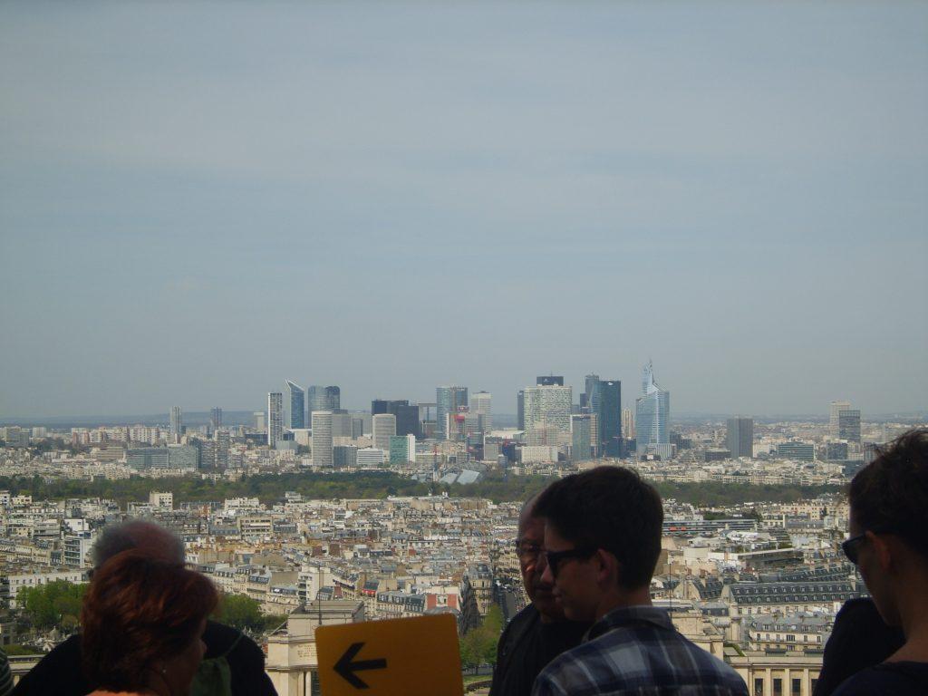 Widok z Wieży Eiffla Tour Eiffel na dzielnice biznesową La Défense