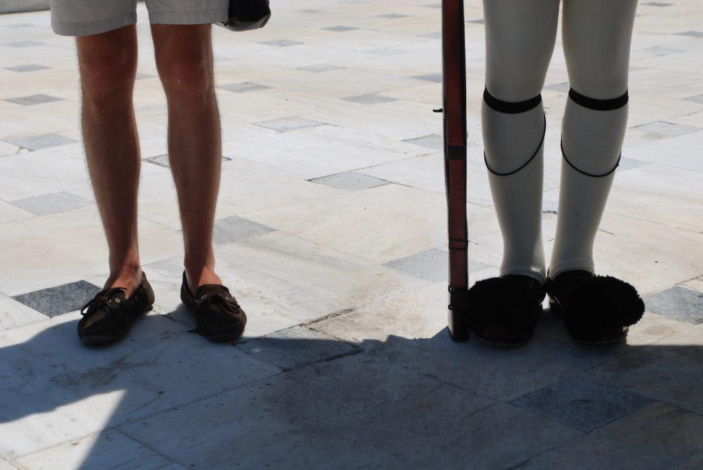Strażnicy przed gmachem Syntagma Square Πλατεία Συντάγματος